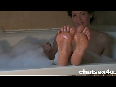lick those pretty milf feet - chatsex4u.com