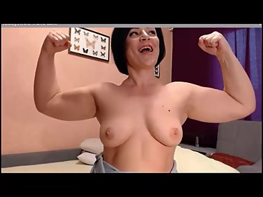 BBW flexes her big biceps