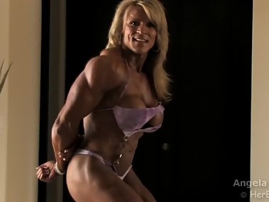 Sexy bodybuilder with great tits