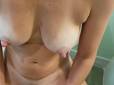 MILF with large grains masturbates with the..