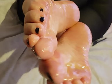 Oily Bbw soles tease before I cum them @eden_BBW