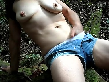 Amateur MILF Masturbates in the Rainforest -..