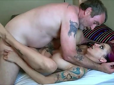 Anna Bell Peaks ugly cousin is cummin in