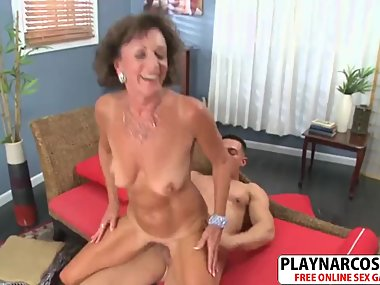 Fresh Mommy Sydni Lane Fucks Good Teen Bud