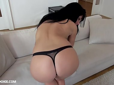 Busty MILF Valentina Ricci has sex in a black..