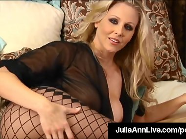 Major Hot Mommy Julia Ann Touches Herself Until..