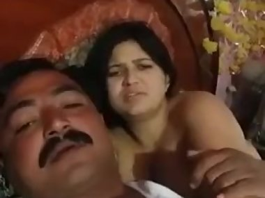 Desi Indian Aunty Sexy Boobs in Bed Enjoying..
