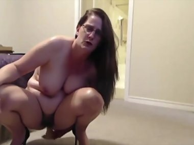 Sweetheart housewife with hairy pussy