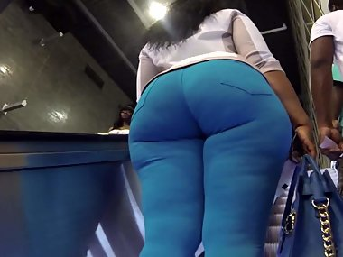Juicy big butt girl in spandex