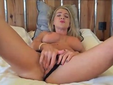 Sexy MILF Hannah Fowlston spreads her legs and..