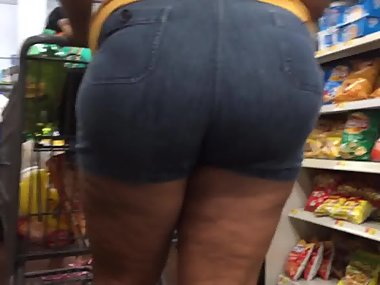 Thick redbone milf in booty shorts finale
