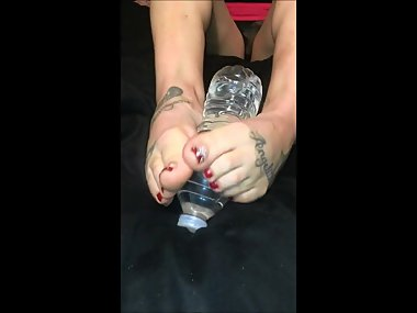Ani Small Mature Latina Feet Gives Footjob to Bottle