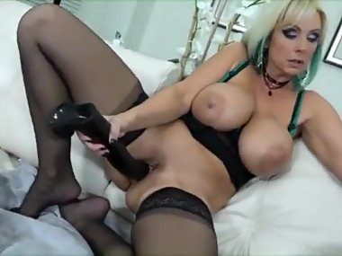 Hot cougar enjoys big dildos