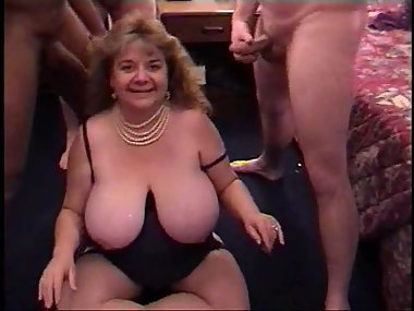 Gorgeous Ohio Cumslut in Amateur Bukkake party