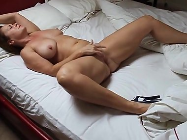 MILF fingering herself