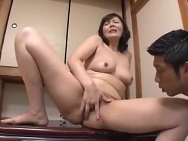 stepmom hitomi masturbates for the guy
