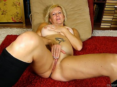 Super sexy old spunker in kinky boots loves to..